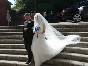 L'ingresso in chiesa di Silvia con il padre