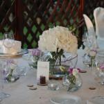 Centrotavola con ortensie, lavanda e cialde di legno - Pepe Rosa Eventi
