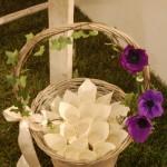 Conetti del riso su cesto e fiori - Pepe Rosa Eventi