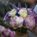 Al'alba si lavora per la preparazione del bouquet - Pepe Rosa Eventi
