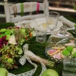 Allestimento tavolo con muschio - Pepe Rosa Eventi